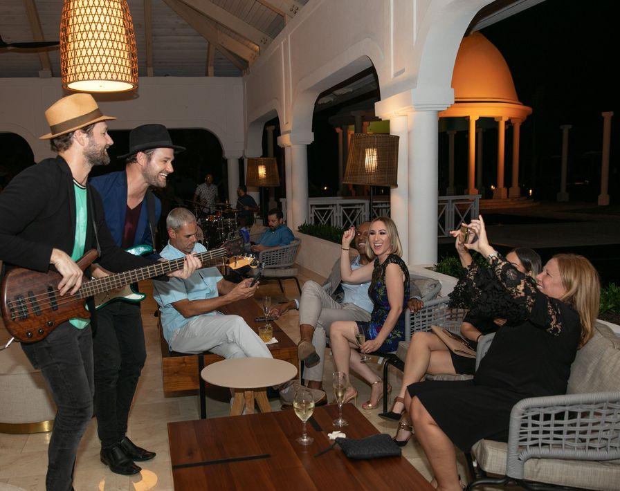 La celebración culminó con un divertido 'after-party' en el Lobby Bar con una barra de prosecco y la música 'funky jazz' de Almas Band. Foto suministrada