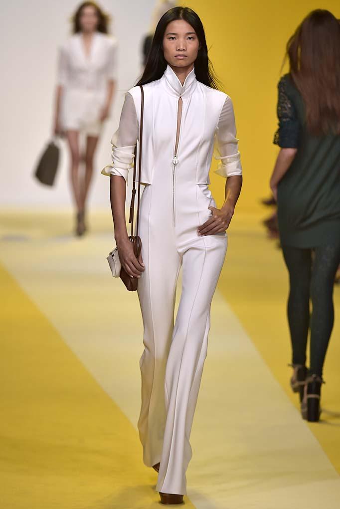 """Cuando hace poco menos de una década el """"jumpsuit"""" hizo su regreso triunfal a la moda, fueron muchas las mujeres que se aferraron a él. Pasarela de Akris (Foto: The Fashion Group Foundation)"""