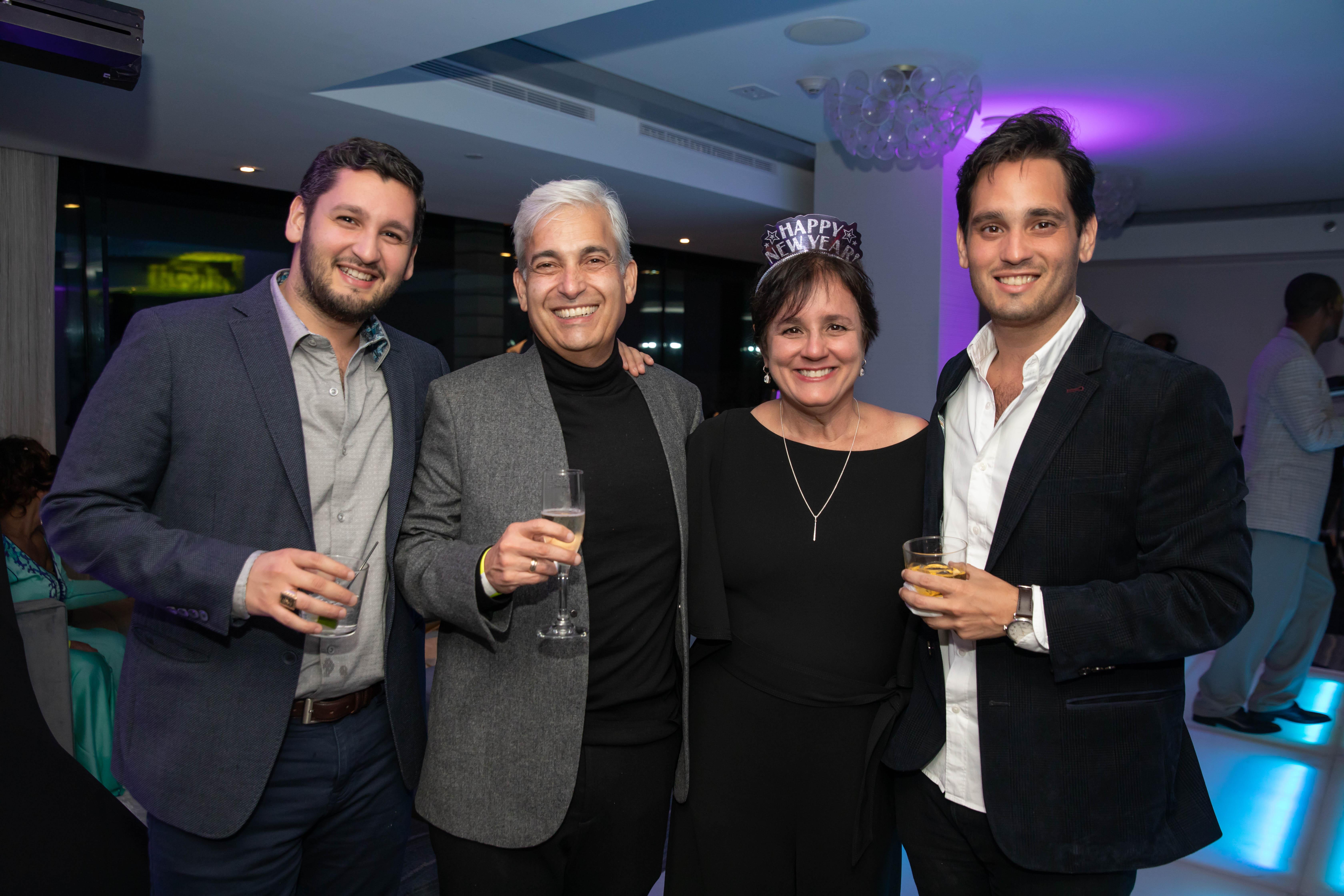 Alejandro Santana, Joe Santana, Elsa Avila y Gabriel Santana. (Suministrada)