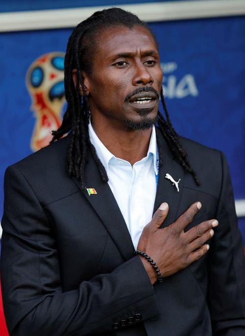 Otro entrenador que se ha robado la atención por su glamoroso estilo es el director técnico de Senegal, Aliou Cissé. (EFE)