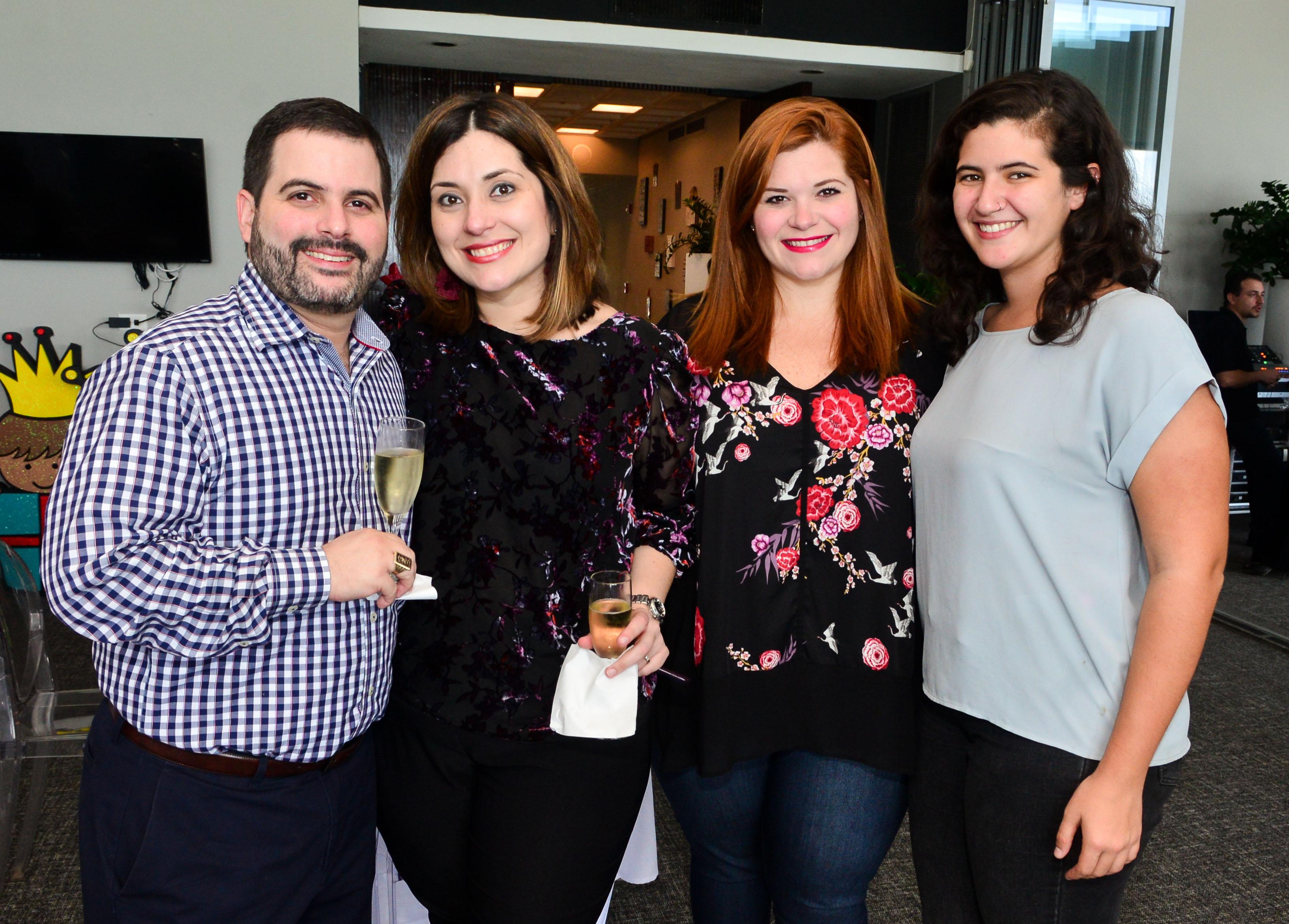 José Merheb, Laura Cantero y Adriana Cantero junto a María Baello. Foto por: Enid M. Salgado Mercado.