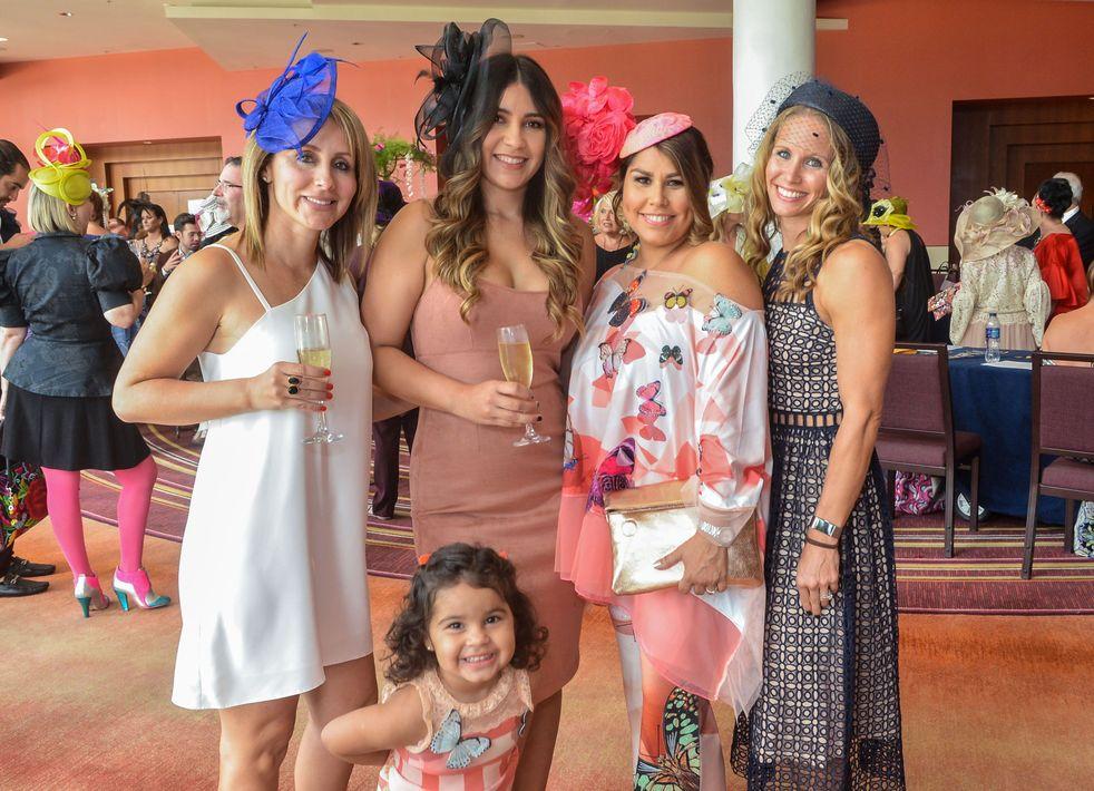 Mara Beveraggi, Shamary Olavarría, Rebecca Berríos, Angie Abdullah y Mila Saad (niña). Foto Enid M. Salgado Mercado.