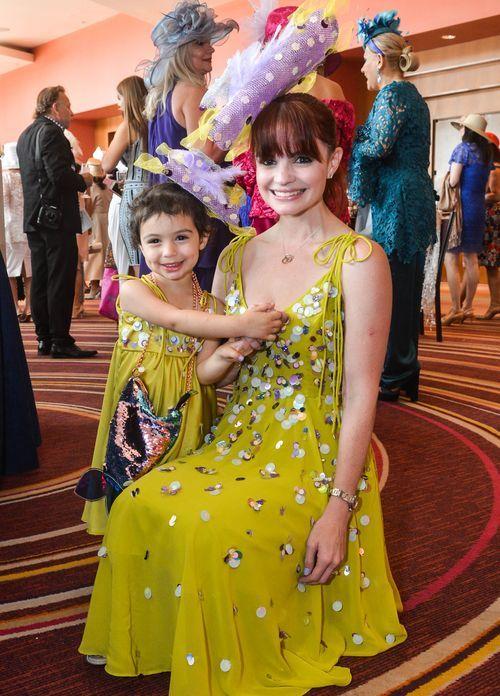 Larissa Vasallo y Carlota Carcorze, quienes desfilaron en la categoría de Madre e hija. Foto Enid M. Salgado Mercado.
