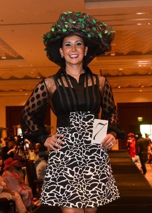 """Coral Ramos desfila en la categoría de """"Extravagante"""". Foto Enid M. Salgado Mercado."""