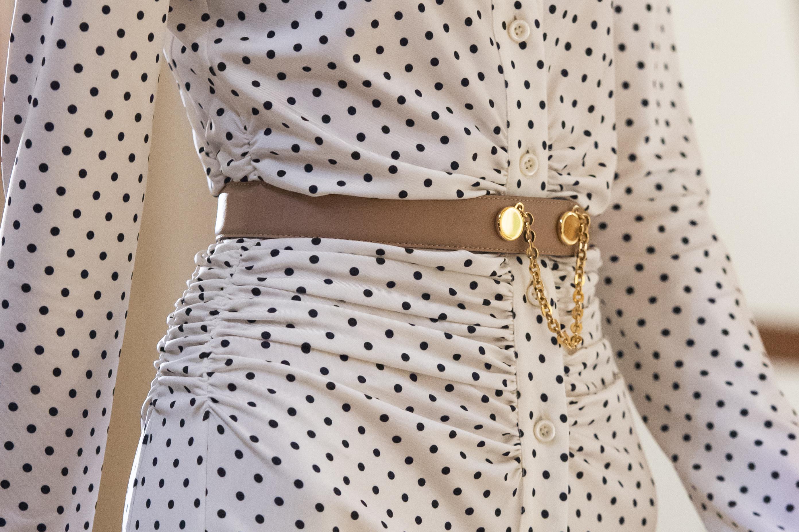 Las correas con detalles de cadenas se mantienen a la vanguardia por su estilo muy elegante y clásico. Moda: Altuzarra. (WGSN)