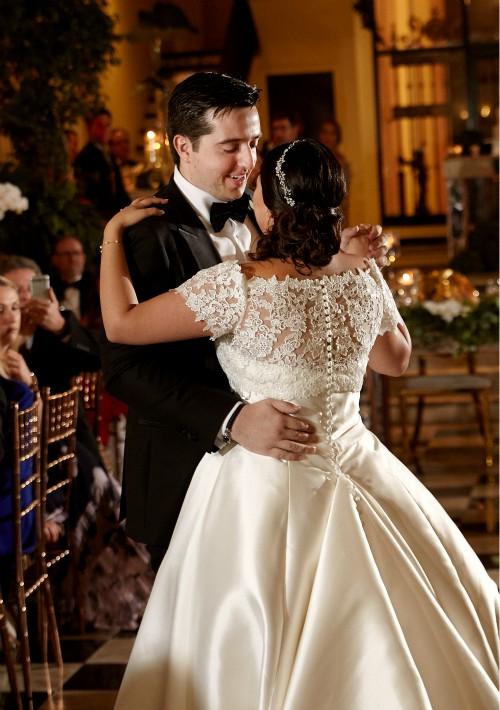 Vestido y tocado de la novia: Pronovias by D'Royal Bride (Suministrada)