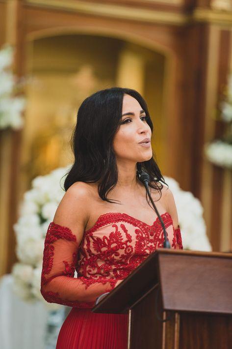 La cantante y actriz Ana Isabelle, amiga de la novia, tuvo a cargo el Ave María junto al Dúo Romanza. Mientras que el grupo D' Latinos se encargó de mantener a los invitados bailando en la pista, durante la recepción. Luego, Los Pleneros de Severo llegaron a sorprender a los invitados.