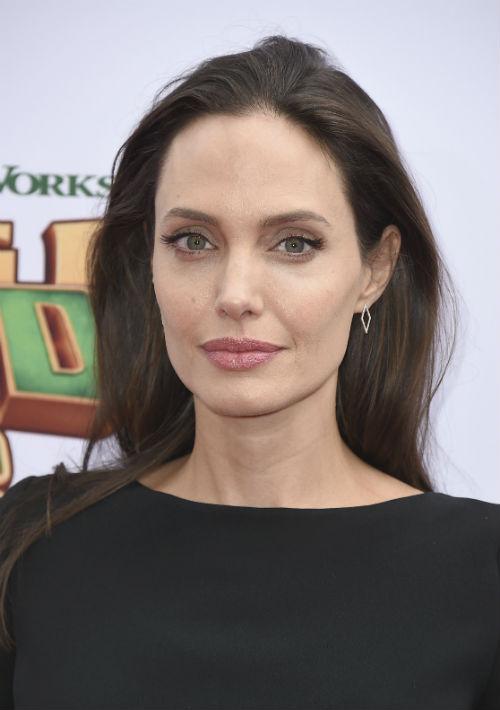 """Angelina Jolie  """"Tuve una mala experiencia con él en mi juventud. Como resultado, decidí nunca trabajar con él y advertí a las otras cuando lo hacían. Este comportamiento hacia las mujeres, en cualquier campo, en cualquier país, es inaceptable"""" (En entrevista con The New York Times) Foto: Archivo"""