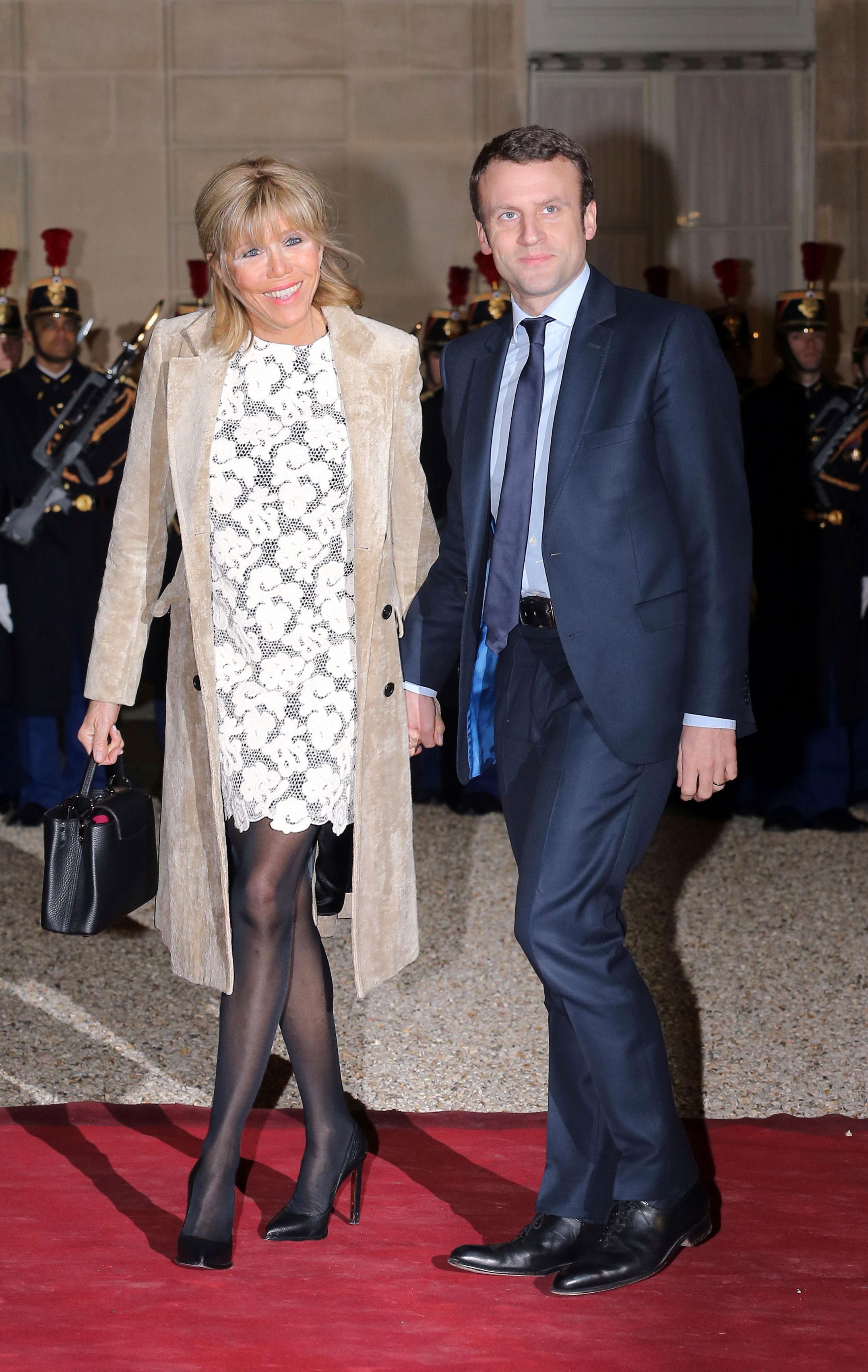 Los colores claros están entre los preferidos de Brigitte Macron. Foto AP.