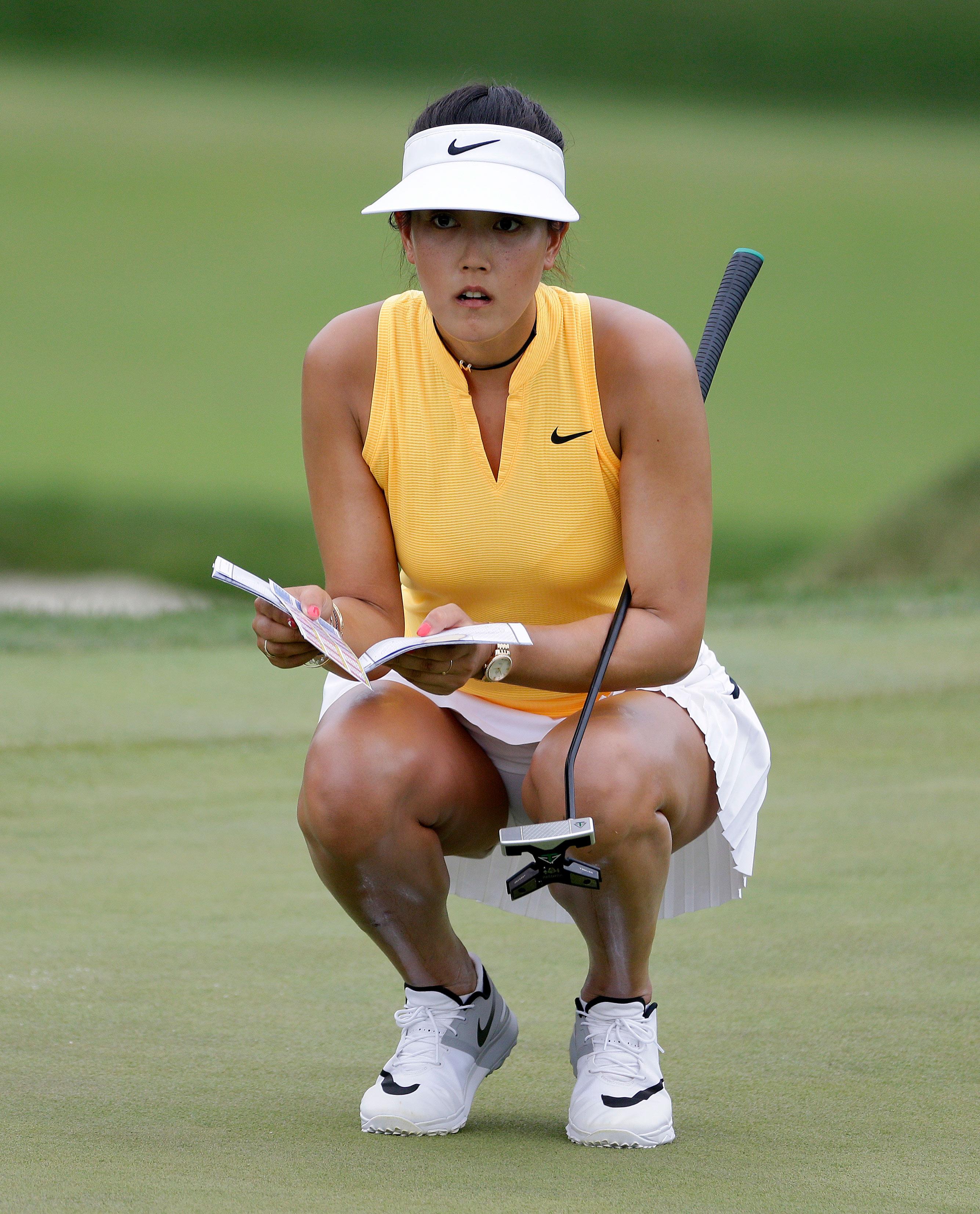 Michelle Wie y su minifalda, durante el  U.S. Women's Open. Foto AP.