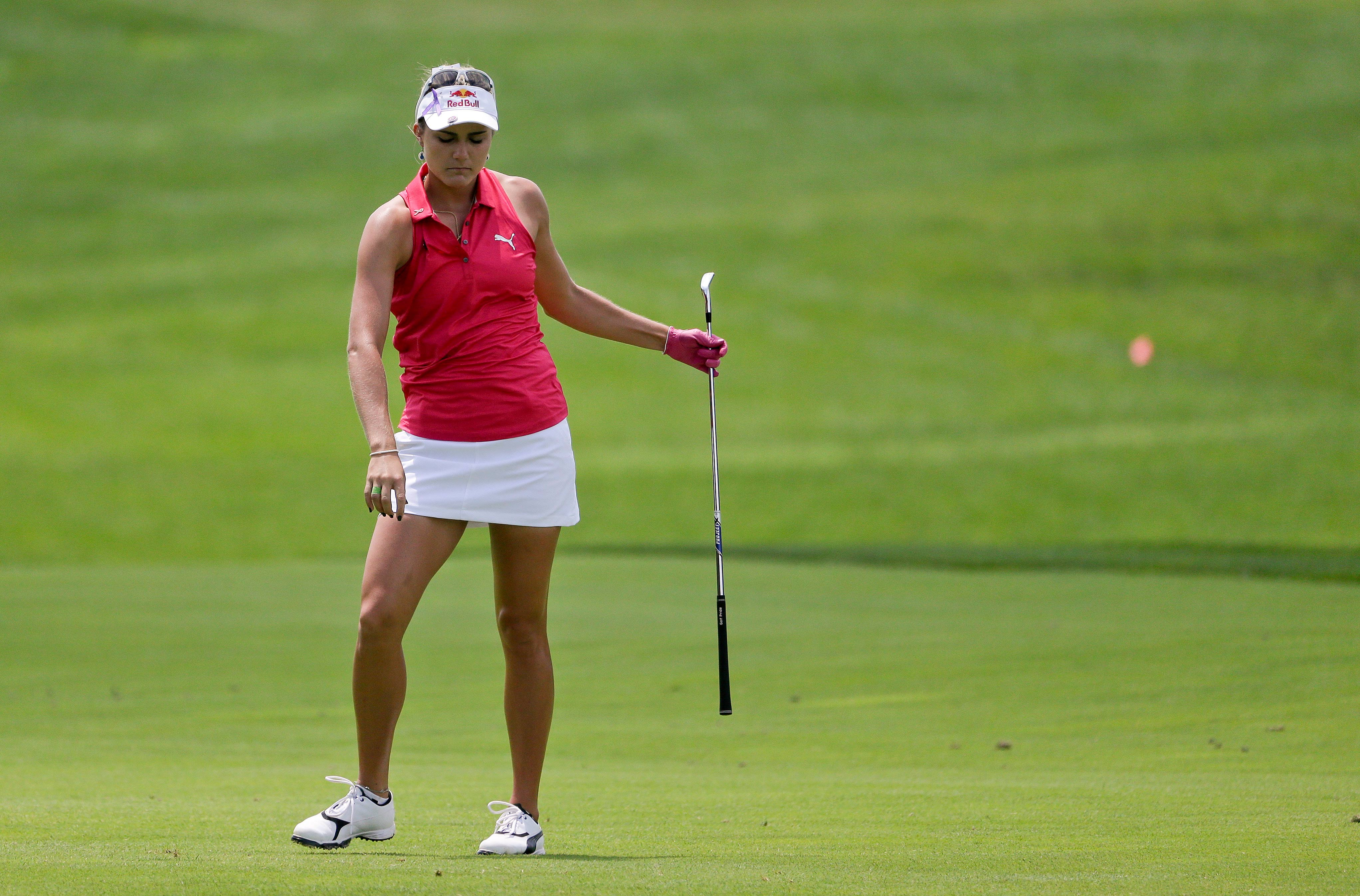 La estadounidense Lexi Thompson, una de las golfistas que tendrá que adaptarse al nuevo código de vestimenta. Foto AP.