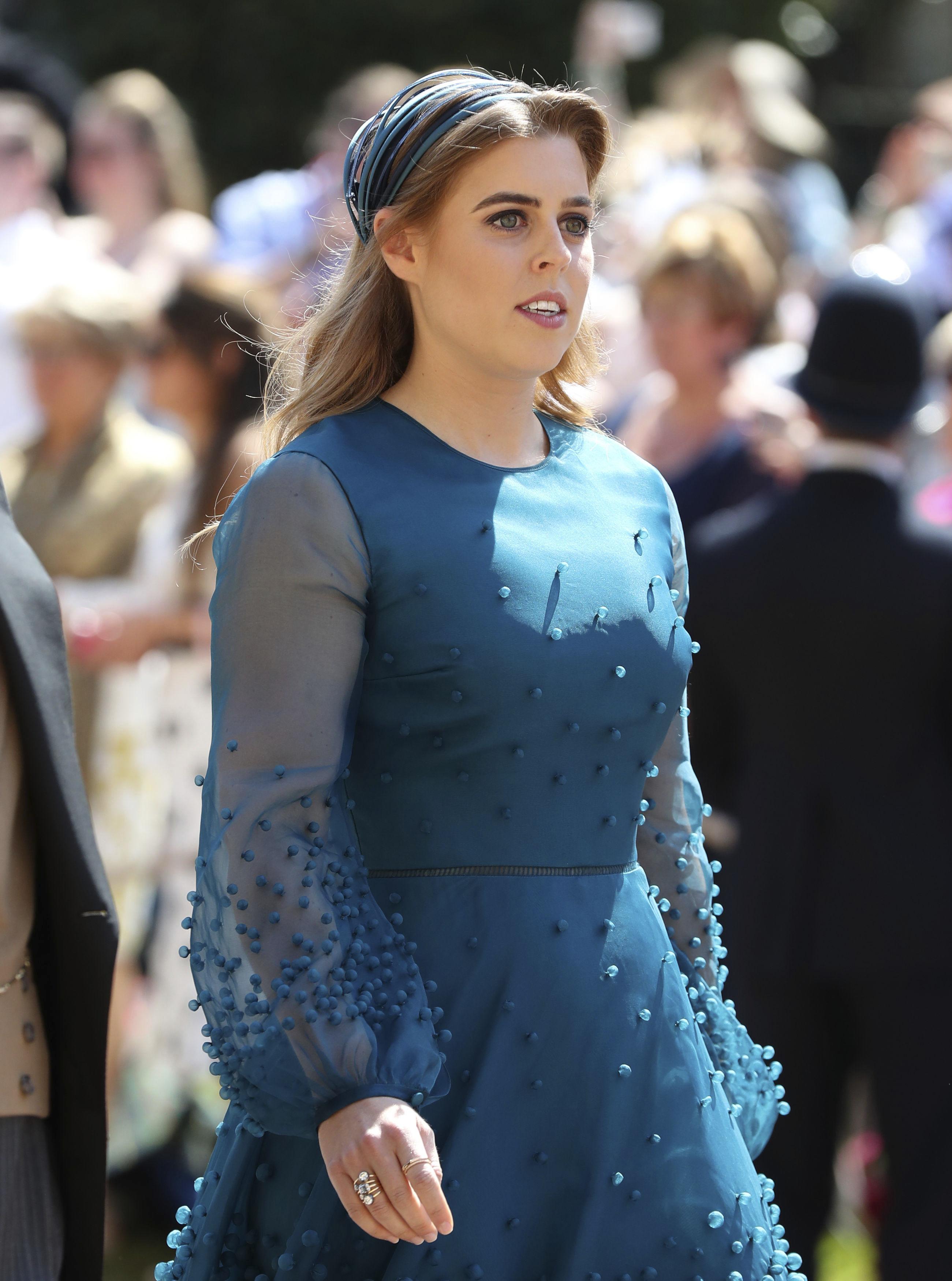 La princesa Beatrice con un tocado discreto y delicado para la boda de Harry y Meghan. (Foto: AP)