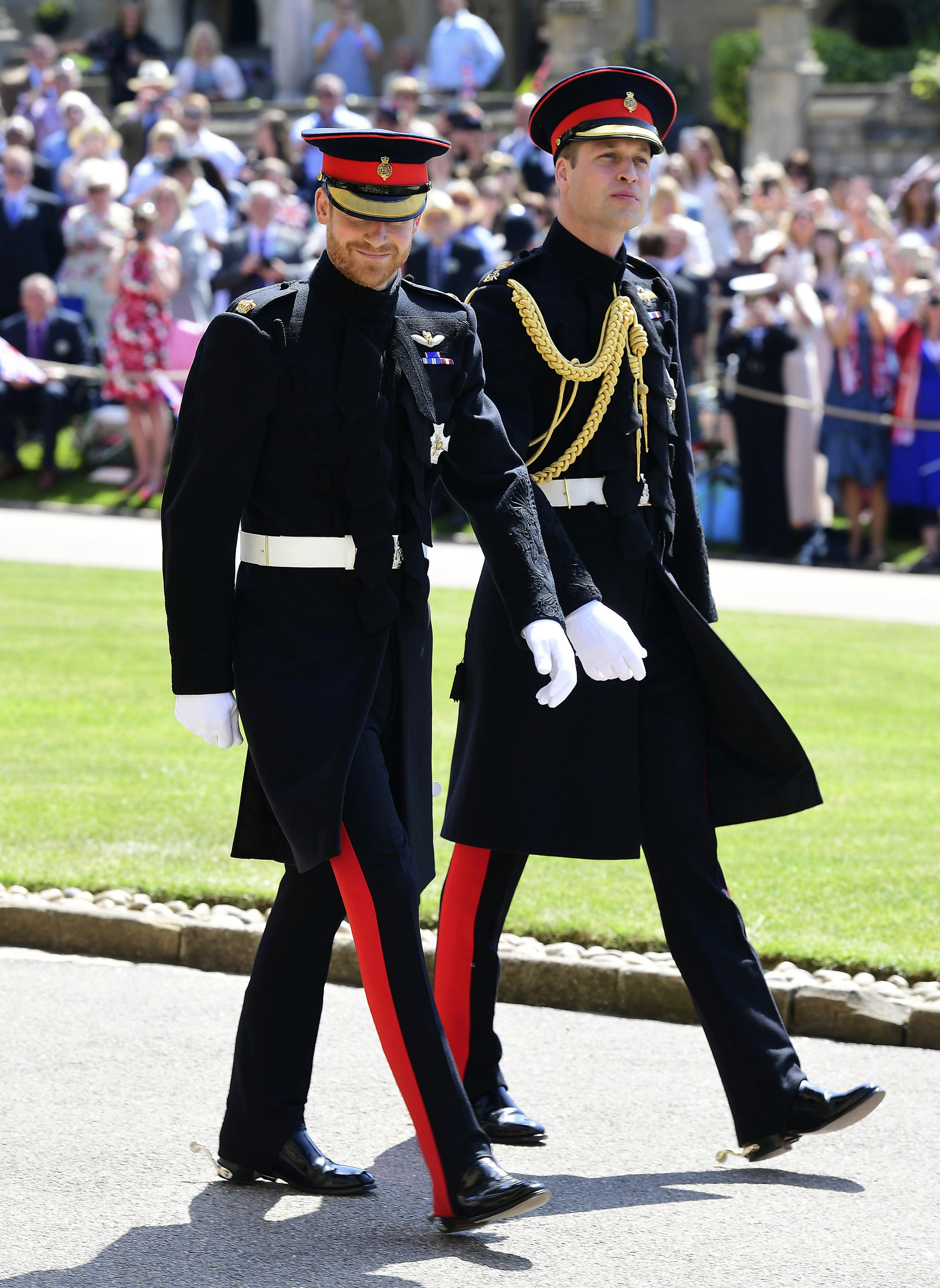 William acompañó a su hermano Harry, quien le pidió que oficie de padrino de la boda, tal como él había en su boda con Kate Middleton en 2011. (Foto: AP)