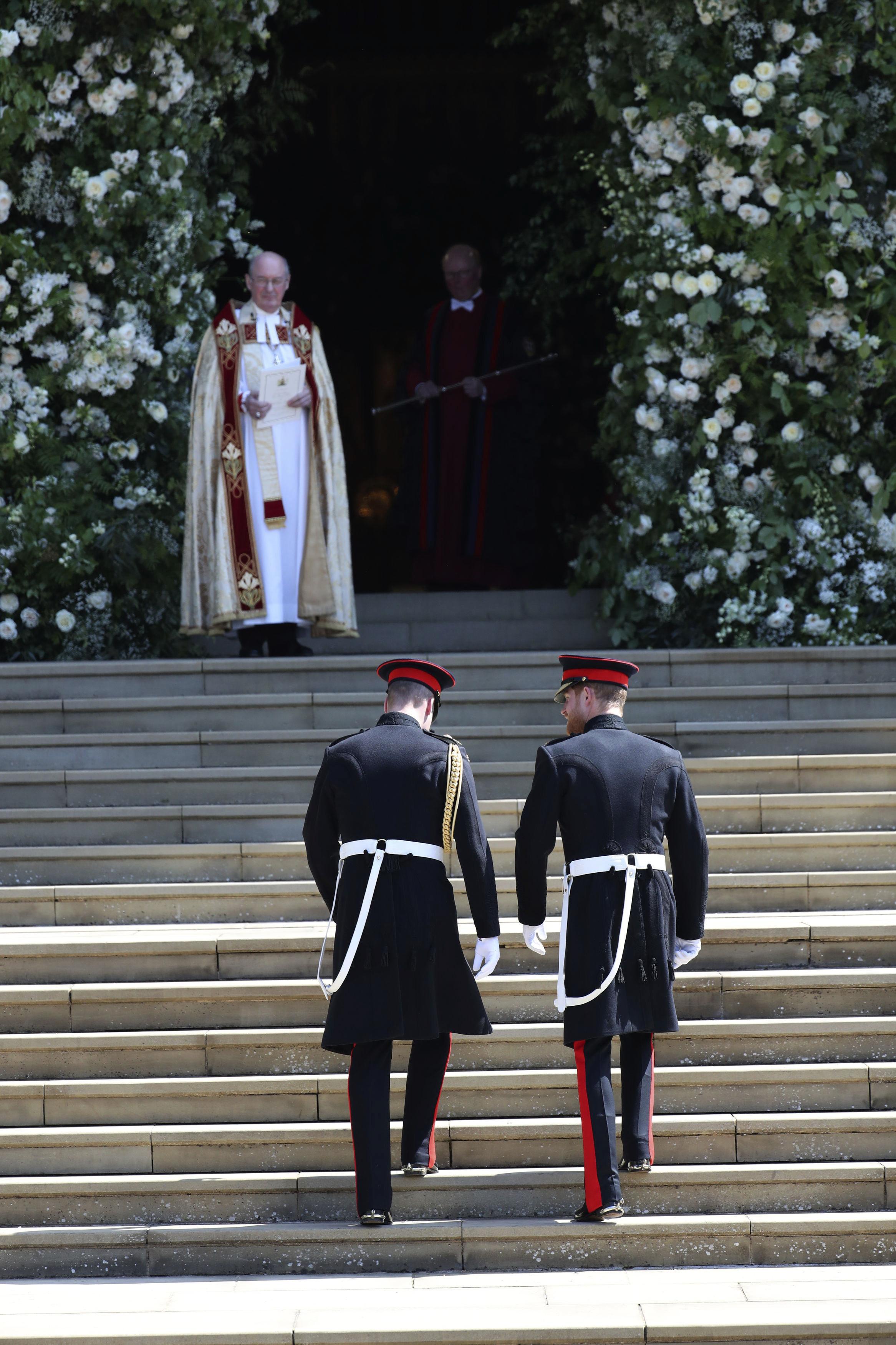 El arzobispo de Canterbury, Justin Welby aguarda por Harry para darle la bienvenida a la capilla. (Foto: AP)