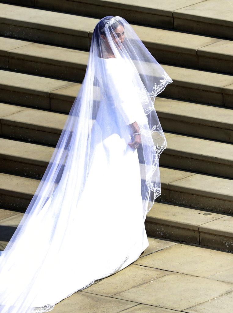 Meghan devela el secreto mejor guardado: su vestido Givenchy y la tiara de filigrana de la reina Mary. (Foto: AP)