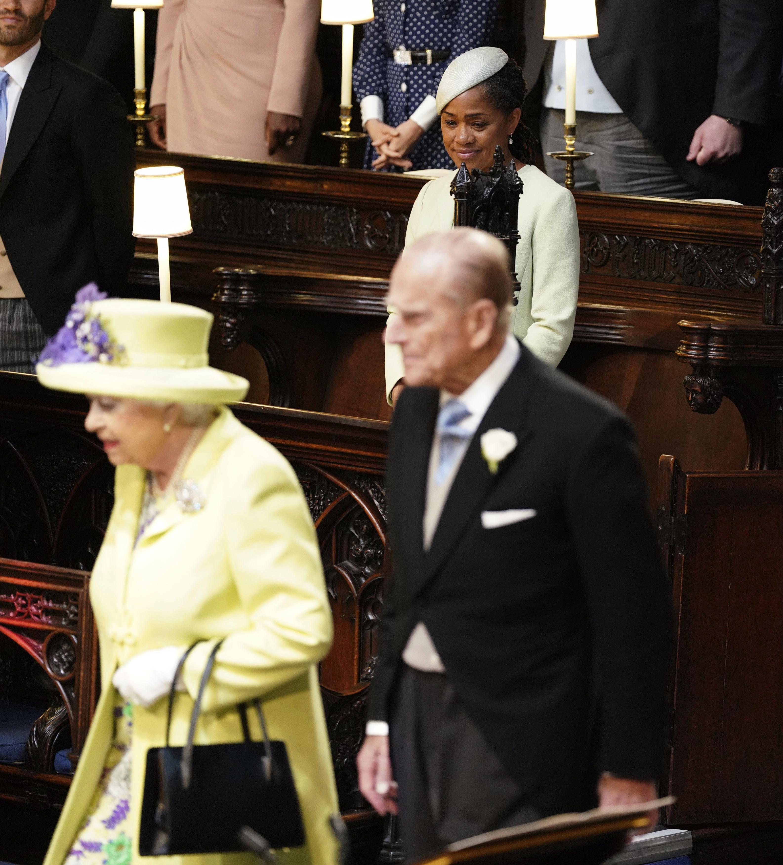 La reina Elizabeth II y su esposo Philip, el duque de Edimburgo, fueron los últimos en llegar a la capilla como marca el protocolo real. (Foto: AP)