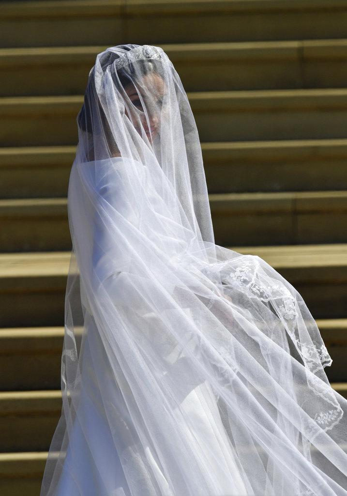 El diseño que lució Meghan es una creación de Clare Waight Keller, la jefa de diseño de la casa Givenchy. (Foto: AP)