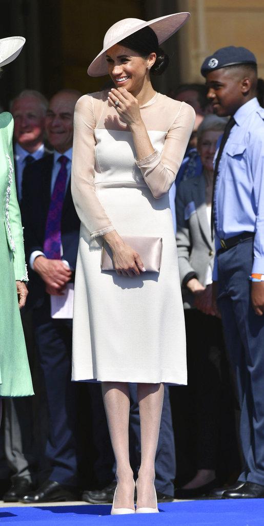 Según resalta la prensa británica, se trata de la primera fiesta en los jardines del Palacio a la que asiste Meghan. (Foto: AP)