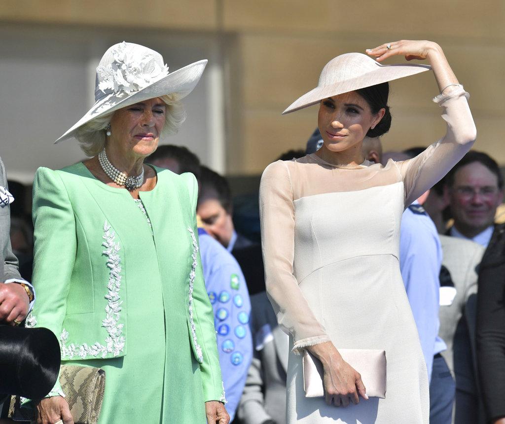 Camilla Parker, la segunda esposa de Charles, estuvo presente y muy pendiente de Meghan durante el evento. (Foto: AP)