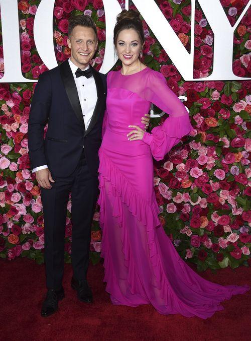 Nathan Johnson y Laura Osnes. (AP)