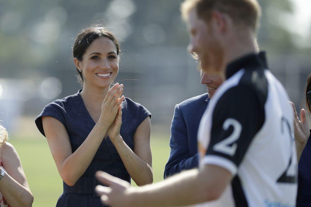 Meghan aplaude a su esposo, el príncipe Harry, durante el evento. (AP)