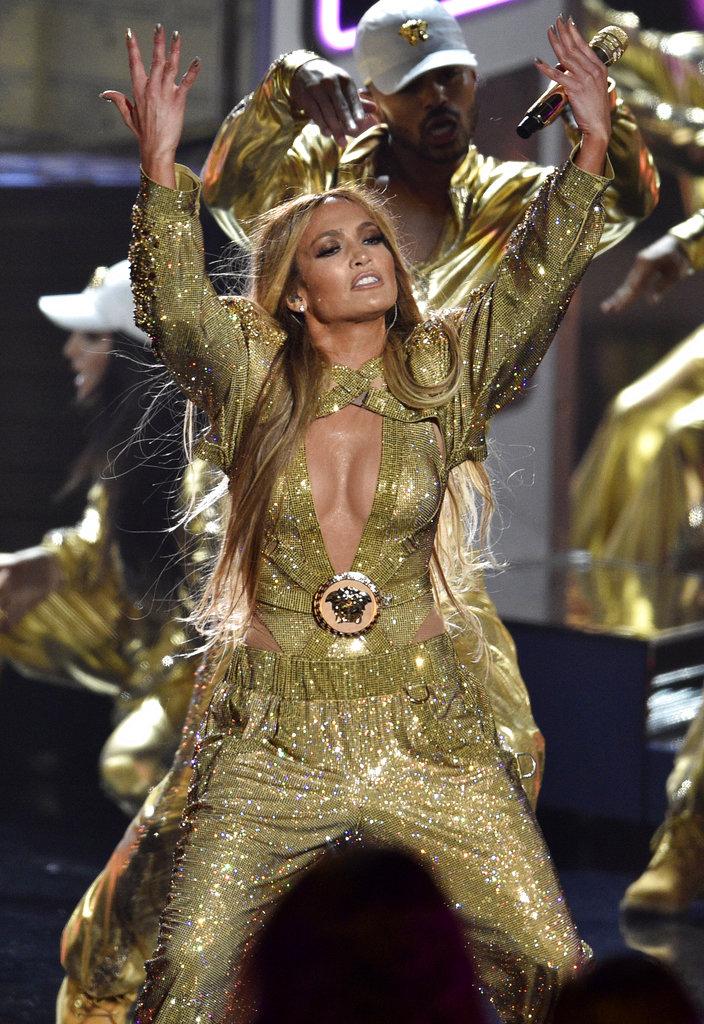 Jenny from the block fue otra de las canciones que JLo le regaló a sus fanáticos en la noche de los MTV Awards. (Foto: AP)