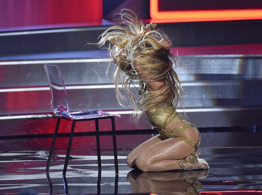 JLo, la diosa del pop lo dio todo en el escenario de los MTV VMA 2018. (Foto: AP)