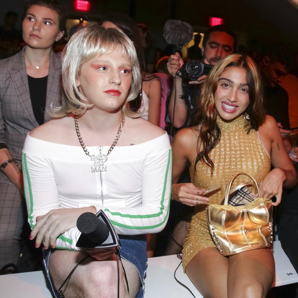 La hija de Madonna, Lourdes León, izquierda, también estuvo en el desfile de Jeremy Scott. (Foto: AP)