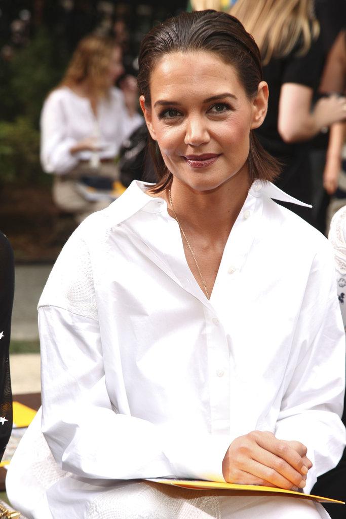La actriz Katie Holmes se visitó de blanco para asistir a la Semana de la Moda de Nueva York. (Foto: AP)