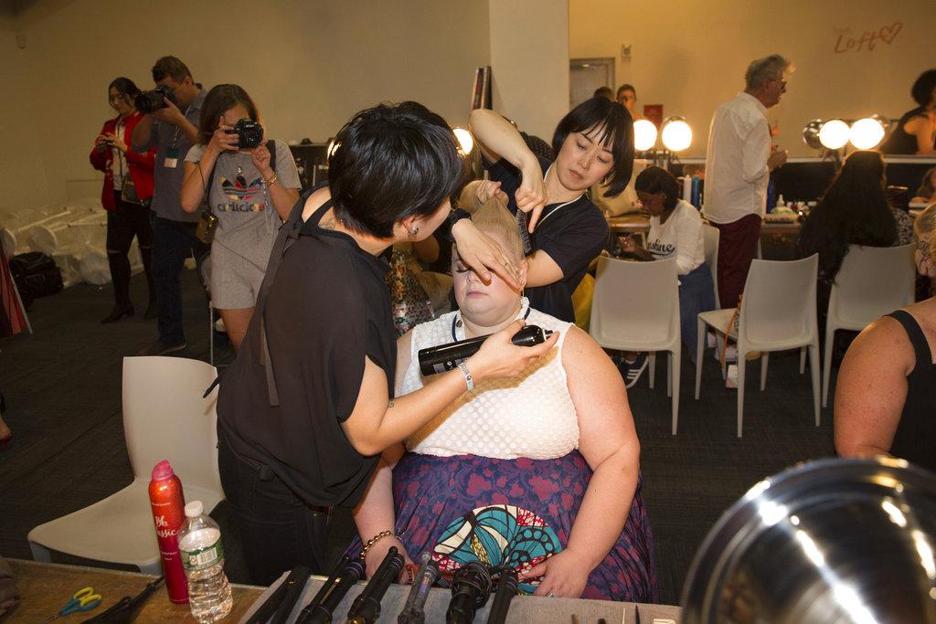 Backstage de la colección de Loft en el New York Fashion Week que eligió modelos XL para su presentación. (Foto: AP)