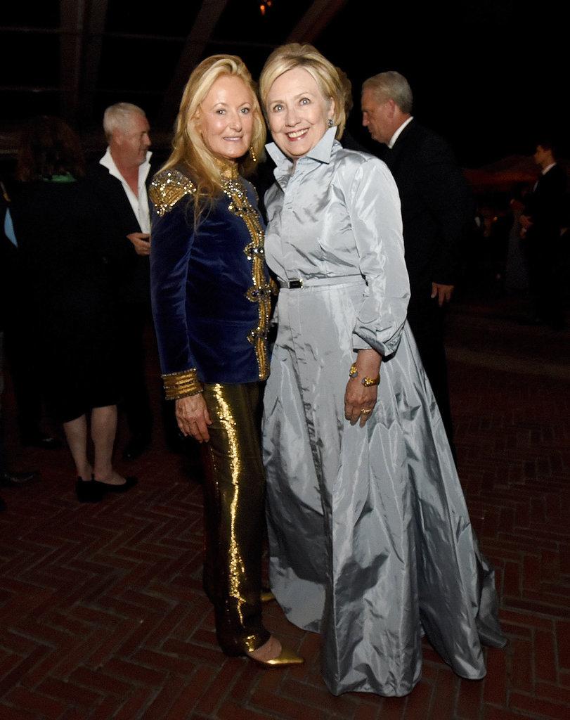 La exsecretaria de Estado, Hillary Clinton y Ricky Lauren durante la fiesta del 50 aniversario de Ralph Lauren. (Foto: AP)