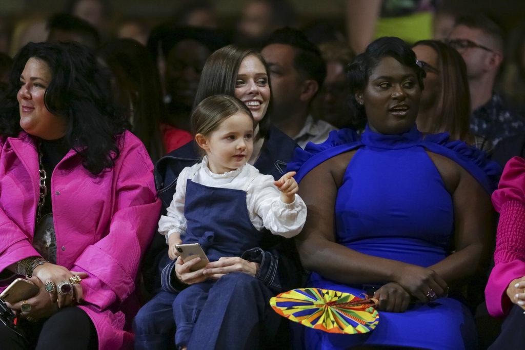 Ls supermodelo canadiense Coco Rocha llevó a su hija Ioni James Conran al desfile de Christian Siriano. (Foto: AP)