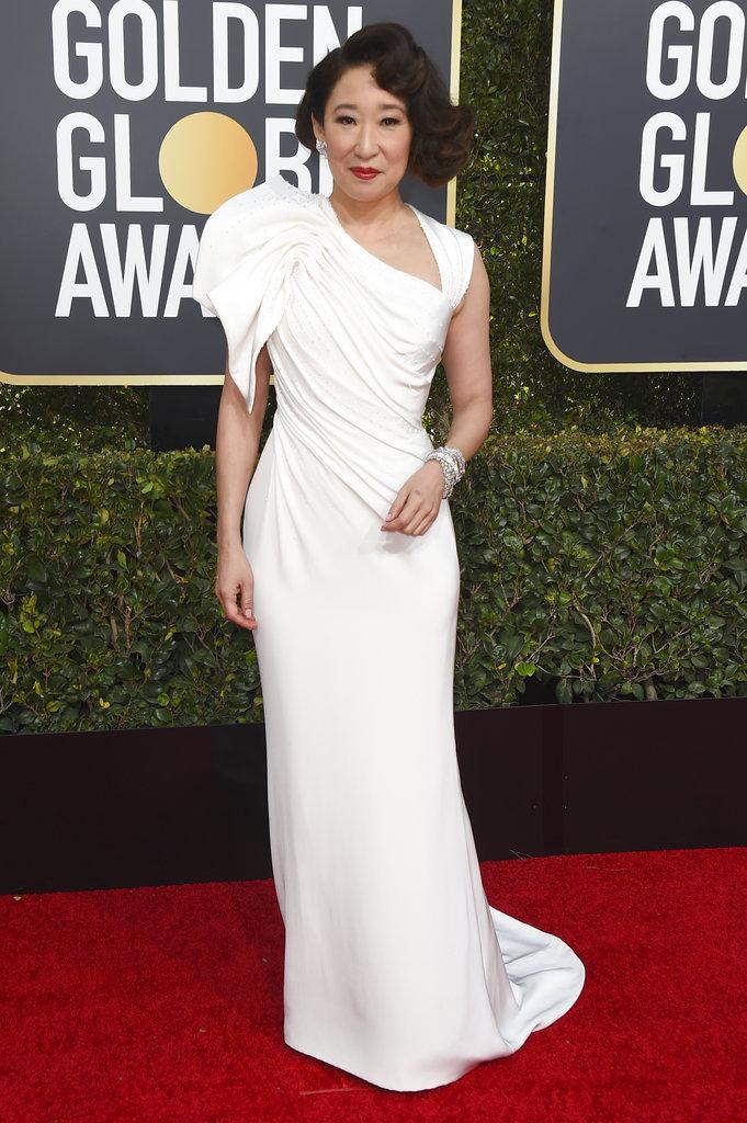 La host de los Golden Globes, Sandra Oh, y una de las nominadas de la noche, eligió un diseño de Versace para la alfombra roja de la 76 ceremonia de la entrega de premios en Beverly Hills. (Foto: AP)