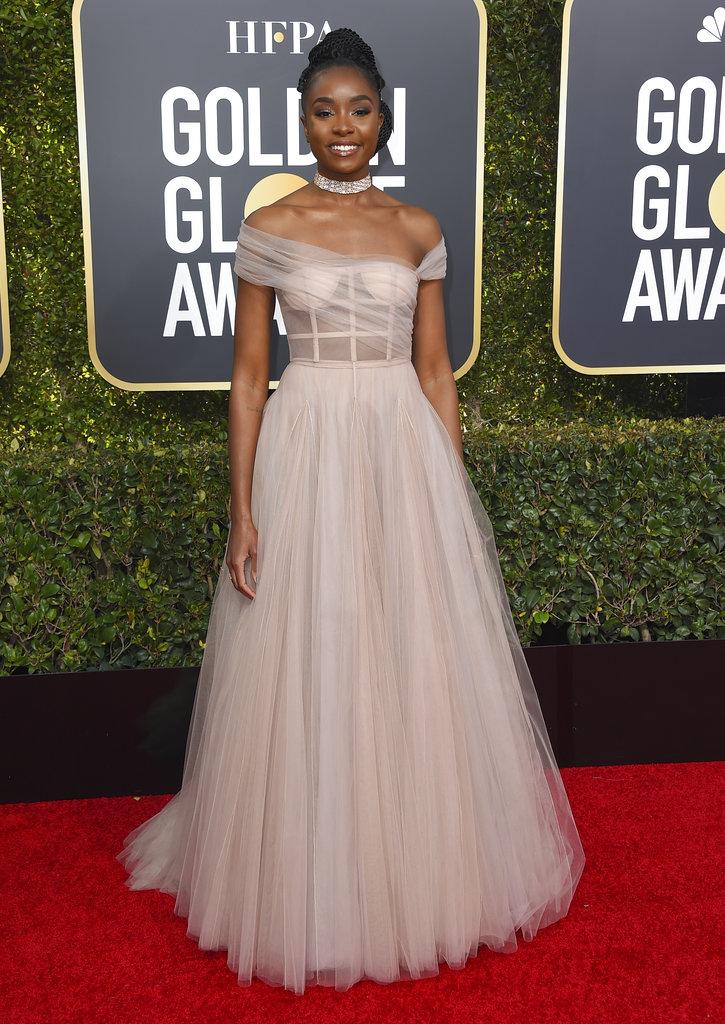 La actriz estadounidense Kiki Layne lució un delicado diseño color champaña en la alfombra roja de los Golden Globes 2019. (Foto: AP)