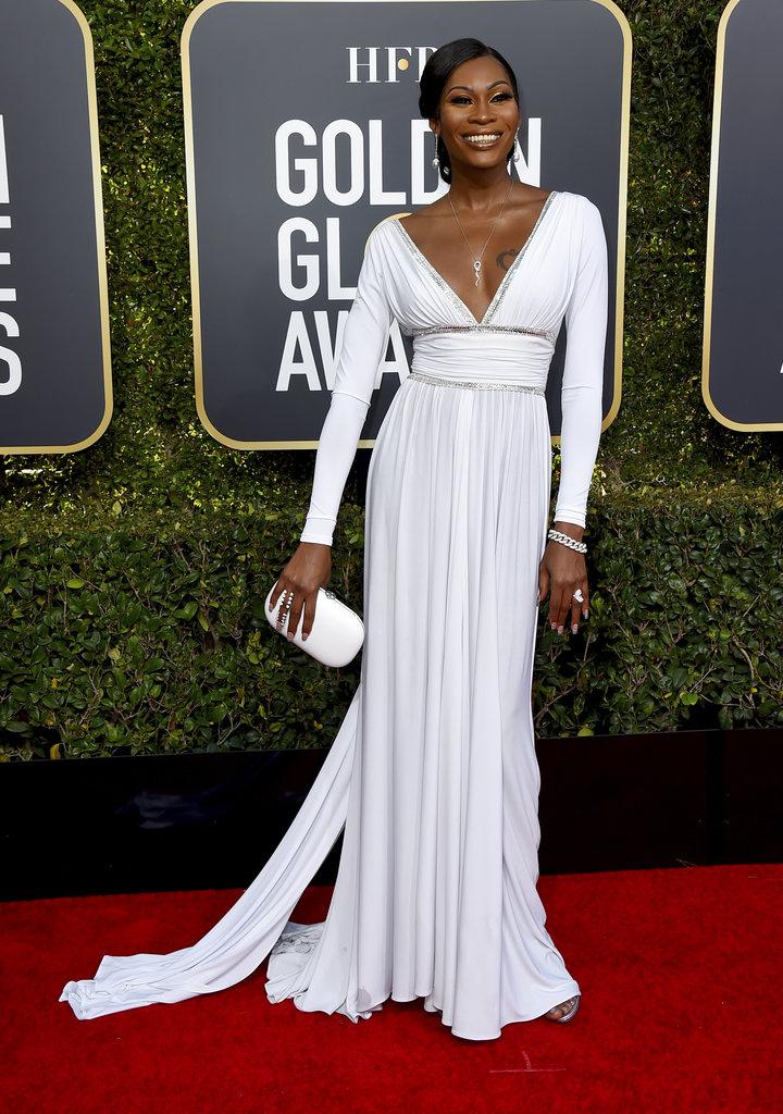 Dominique Jackson, la acrriz transgénero de la serie Pose, lució un distinguido diseño en blanco para la alfombra roja de los Golden Globes. (Foto: AP)
