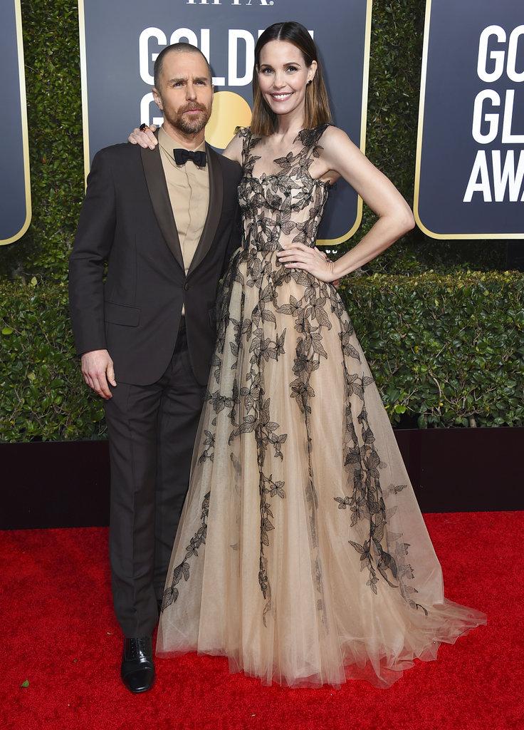 Los actores Sam Rockwell y Leslie Bibb, casados desde 2007, posan para los fotógrafos en la alfombra roja de los Golden Globe. (Foto: AP)