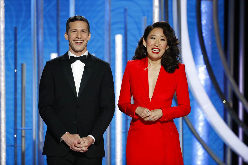 Sandra Oh y Andy Samberg, los presentadores de la noche de los Golden Globe, en su primera aparición durante la transmisión de la premiación. (Foto: AP)
