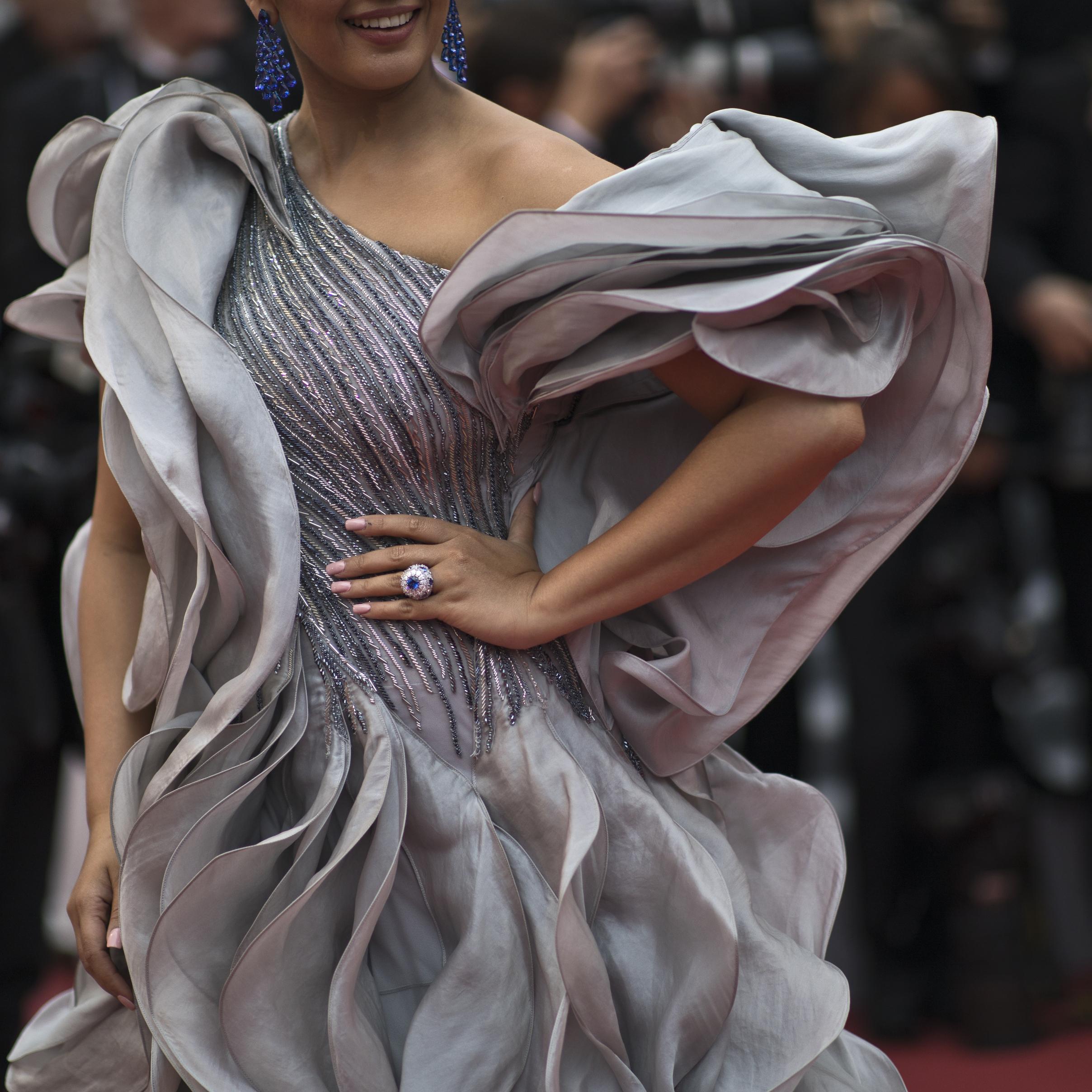 "La actriz Huma Qureshi lució un vestido de la firma de moda Gaurav Gupta Couture a su llegada al estreno de ""A Hidden Life"". (Foto: AP/Petros Giannakouris)"