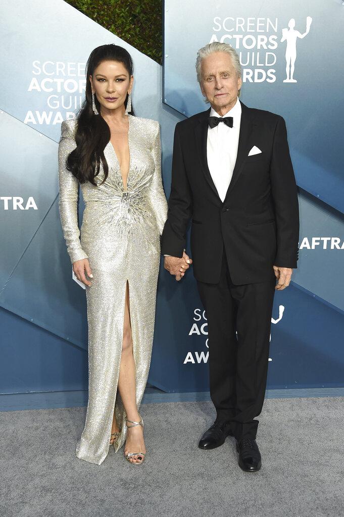 Catherine Zeta-Jones y Michael Douglas. (AP)