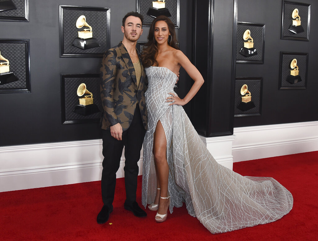 Kevin y Danielle Jonas. (AP)