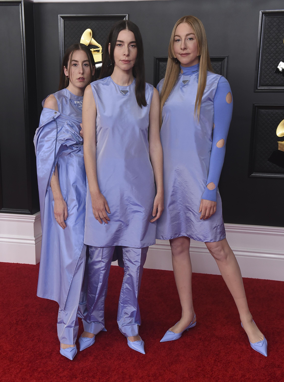 Alana Haim, Danielle Haim y Este Haim, de la agrupación HAIM. (AP)
