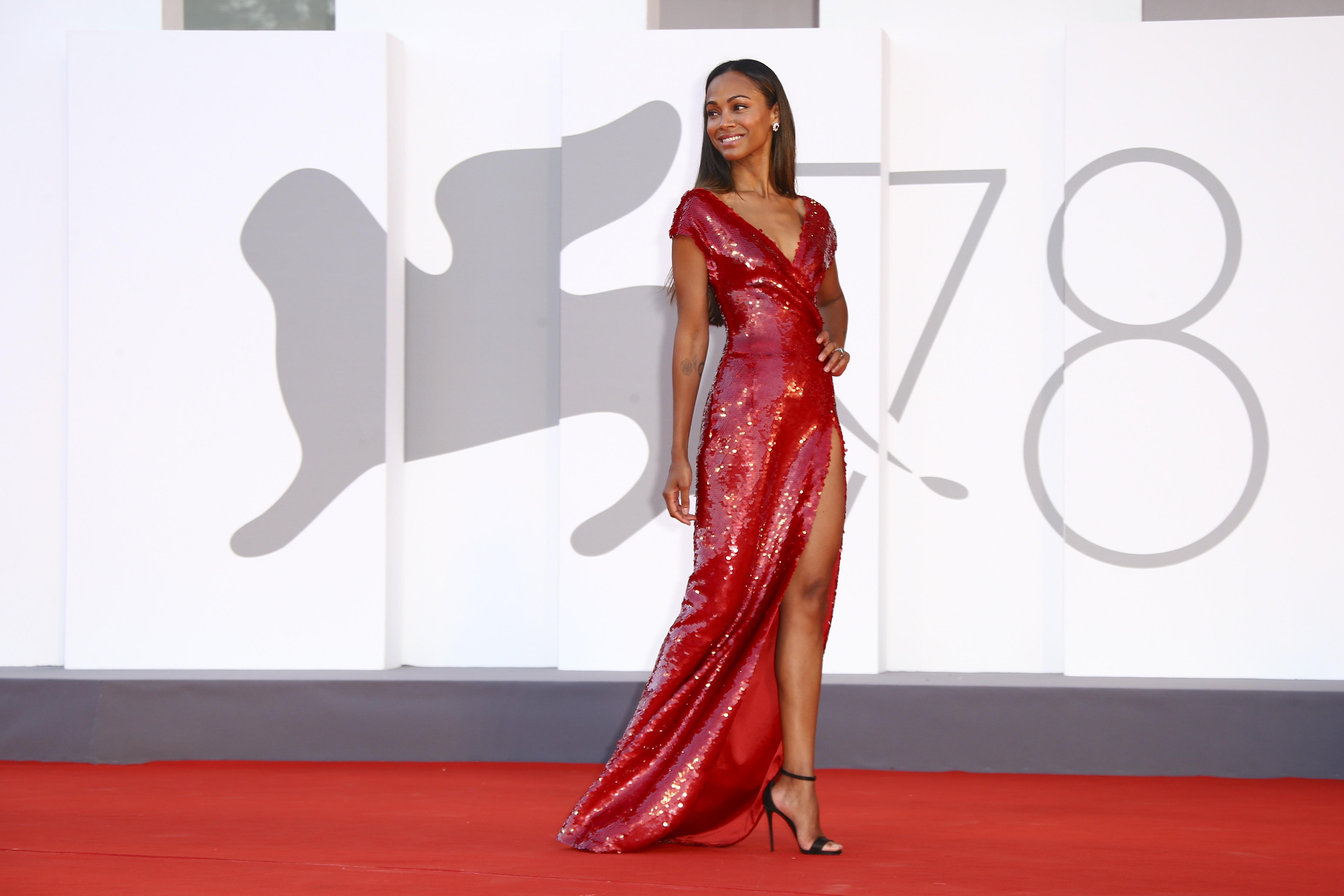 El vestido de Zoe Saldaña fue una creación de Dolce & Gabbana. (AP)