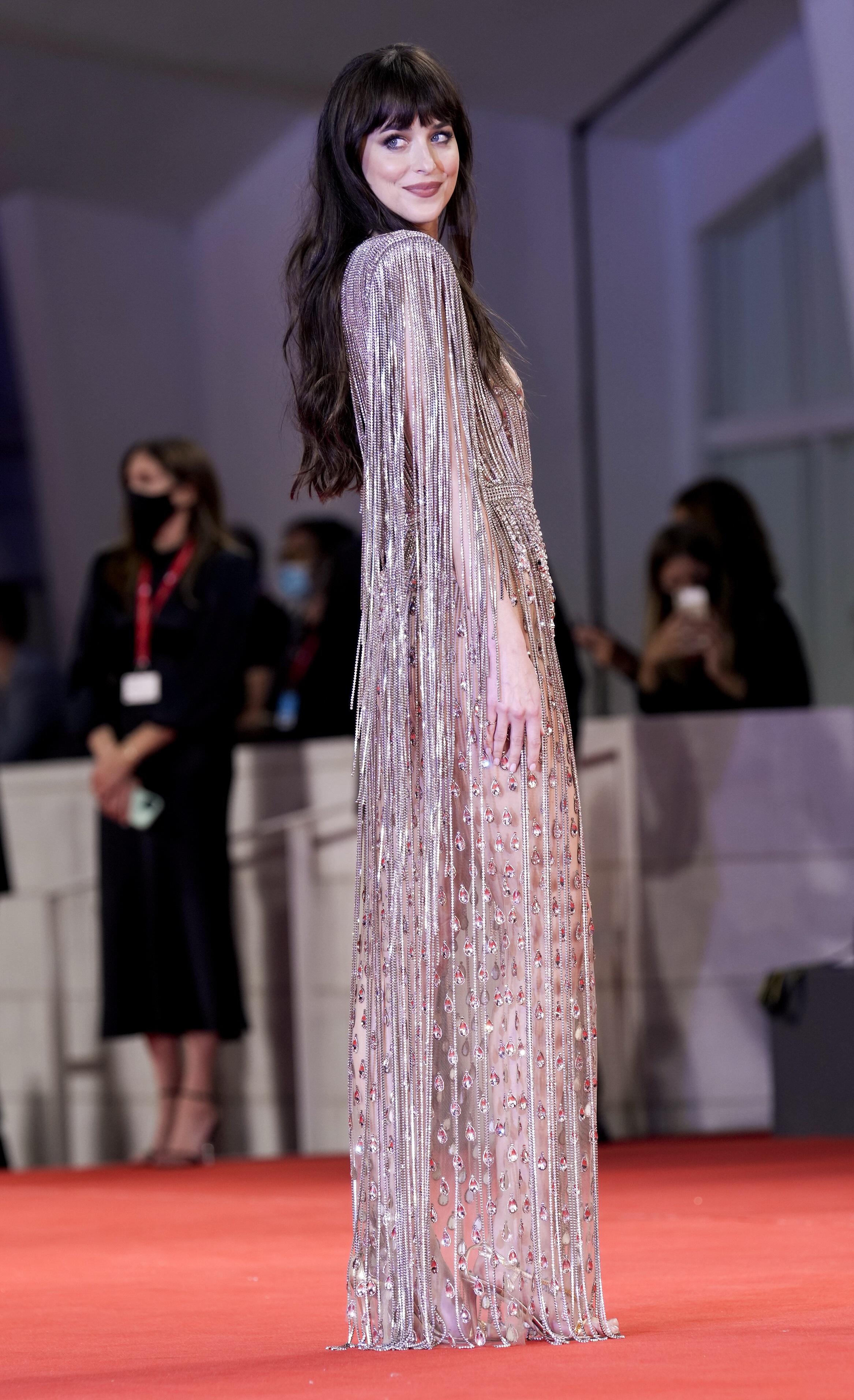 Dakota Johnson lució una hermosa creación de Gucci. (AP)