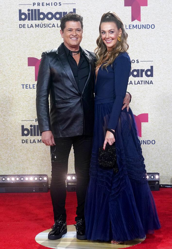 Carlos Vives y su esposa Claudia Elena Vasquez. (AP)