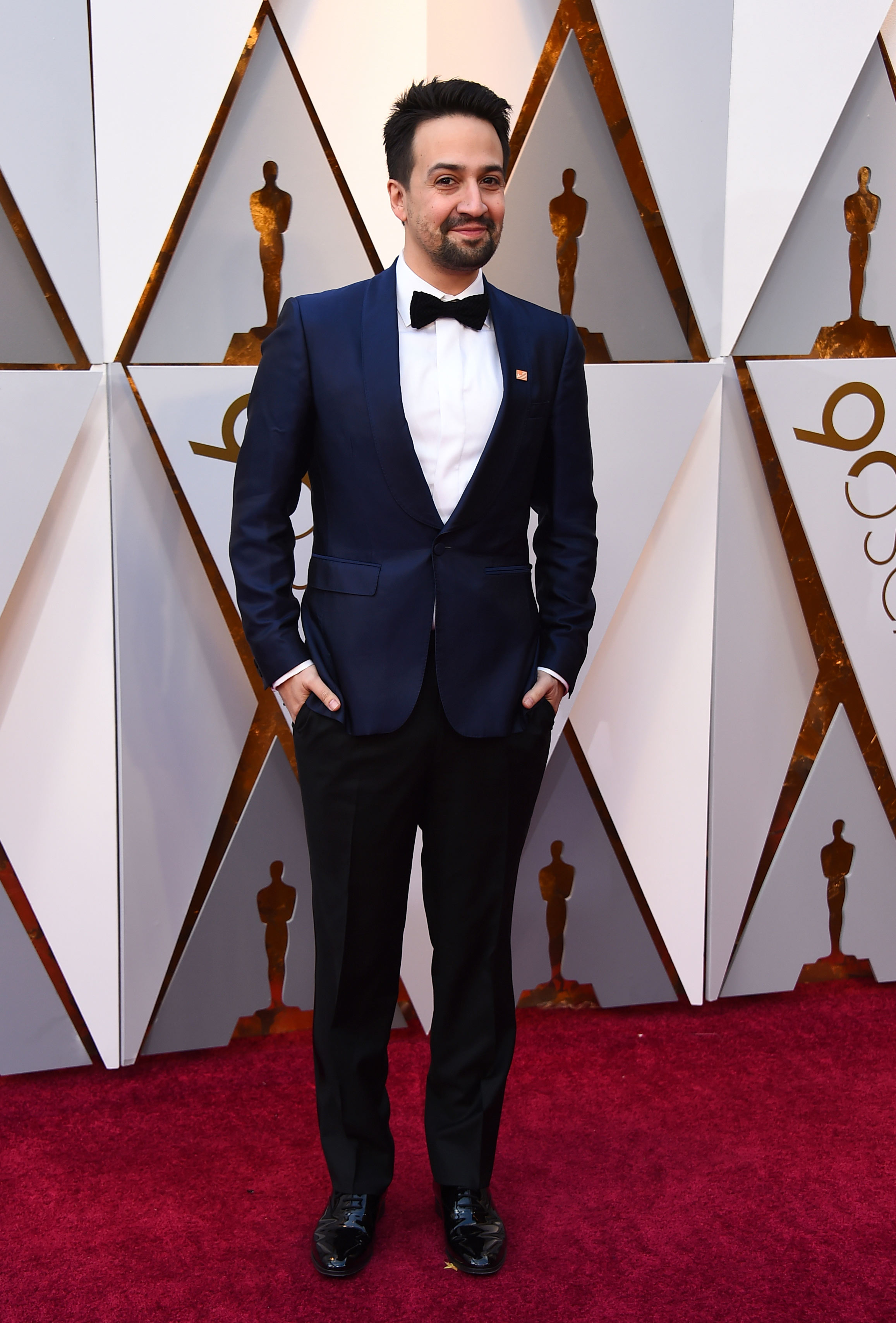 Lin-Manuel Miranda, en un elegante smoking de tonos azules. (The Associated Press)