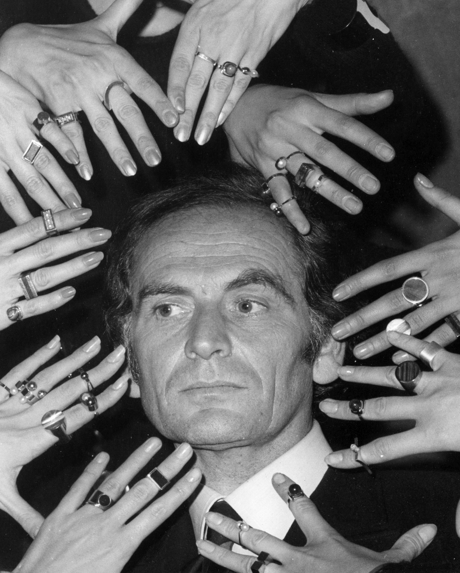 El nombre de Cardin quedó grabado en una gran cantidad de productos, desde relojes de pulsera hasta sábanas, haciendo que su marca fuera una de las más famosas del mundo. En el apogeo de la marca, en las décadas de 1970 y 1980, sus productos se vendieron en unos 100,000 puntos de venta en todo el mundo. (AP)