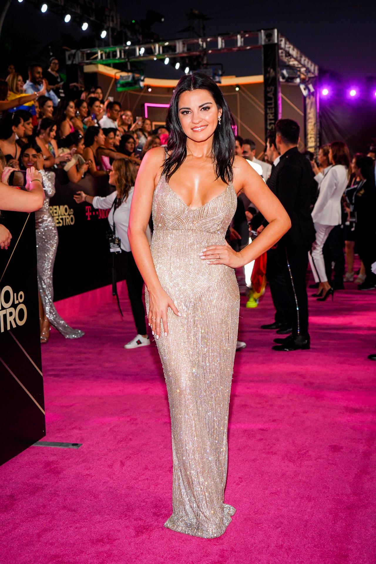 La actriz y cantante mexicana Maite Perroni a su llegada a la ceremonia, donde también fue presentadora. (Suministrada/ Univision)