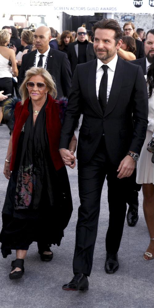Gloria Campano y Bradley Cooper. (AP)