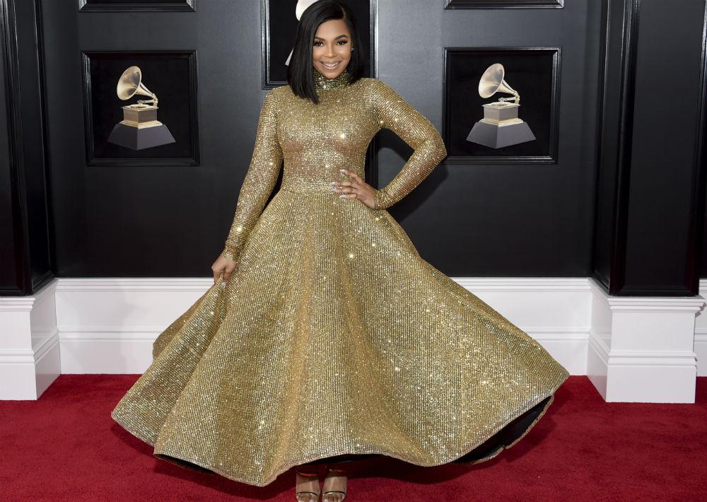 Ashanti fue como una princesa. La cantante se notaba feliz luciendo un vestido dorado con amplia falda, que gustó a muchos. (Foto: AP)