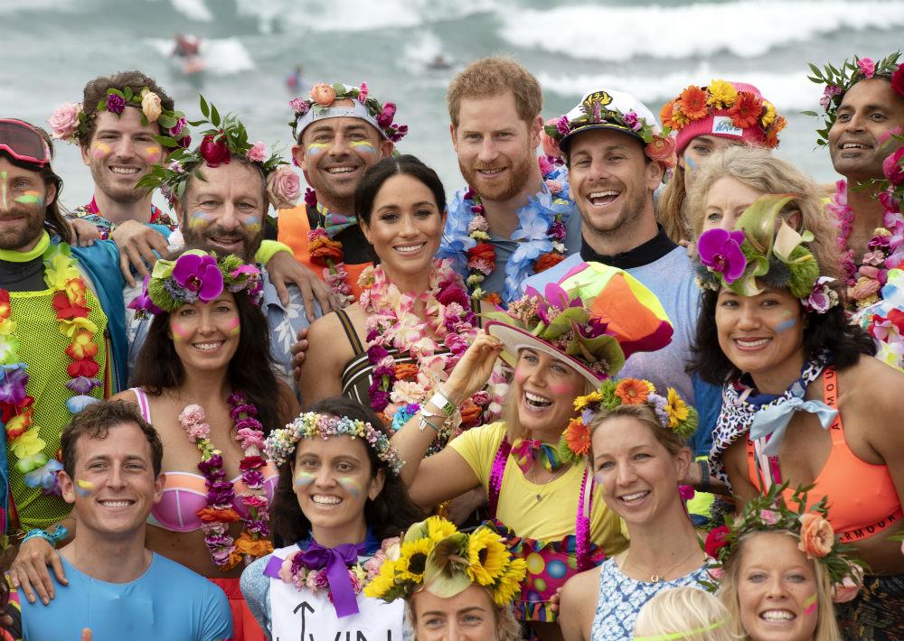 Como  parte de su gira de 16 días por Australia, el príncipe Harry y Meghan Markle visitaron ayer Bondi Beach en Sydney. (Dominic Lipinski/Pool via AP)